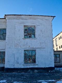 Окна из кирпичей Школа 7 на посёлке «Лутугино» Торез
