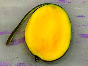 Чтобы нарезать манго ломтиками