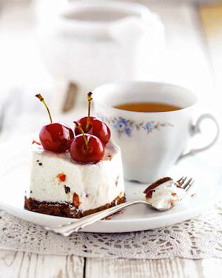Пирожные с вишней и рикоттой