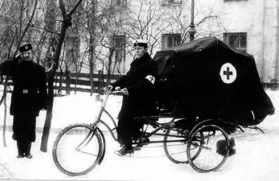 В Санкт-Петербурге в 1900 г. экипажи скорой помощи использовали и велосипеды - Ускорение «скорой помощи». История транспорта для спасения людей от кареты до... ракеты - Форум Сириус - Торез