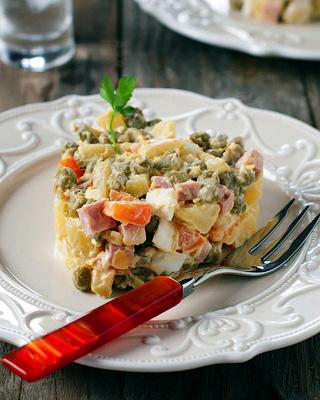Пикантный оливье с креветками и бужениной - Рецепты советских блюд