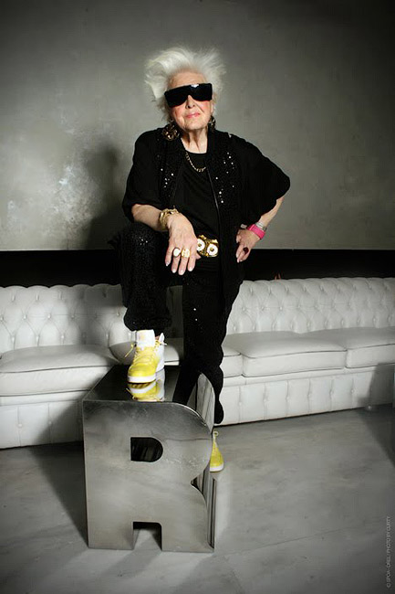 Во время своего летнего тура по клубам Калифорнии, в одной из местных студий она записала сингл - DJ Mamy Rock: Бабушка-диджей - Форум Сириус - Торез