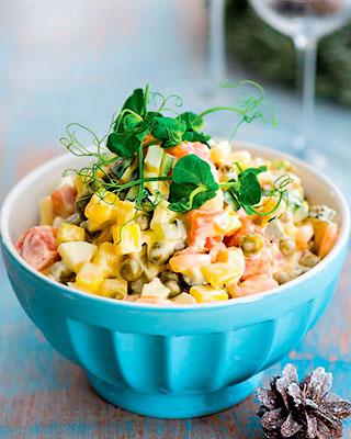 Классический оливье с креветками и лососем - Вкусные новогодние блюда