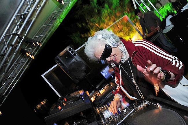 Mamy Rock заявила, что пока у человека есть достаточно энергии и желания заниматься любимым делом - DJ Mamy Rock: Бабушка-диджей - Форум Сириус - Торез