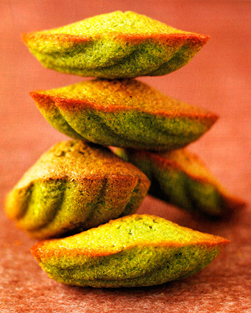 Мадлен с чаем маття - крошечные пирожные, источающие тонкий аромат