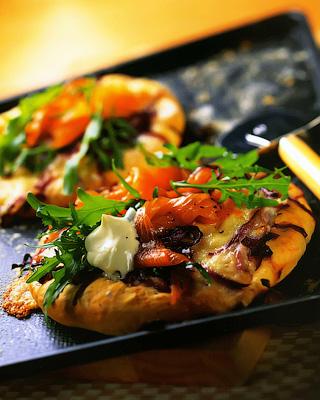 Пиццы с копченым лососем