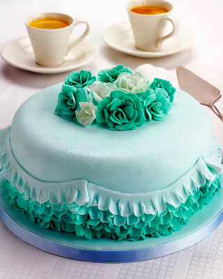 Торт с цветами и оборками