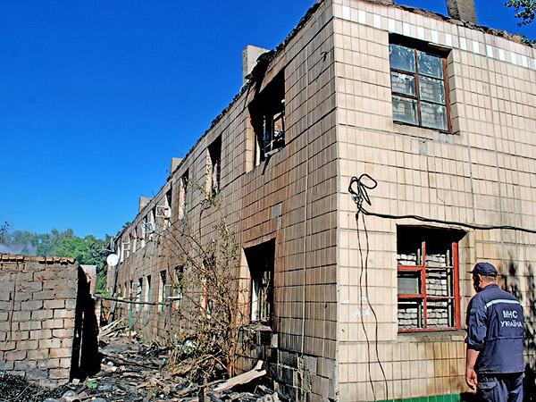 Дом сгорел полностью, остались только стены - Пожар на улице Ленина 6 сентября 2012 года - Форум Сириус - Торез