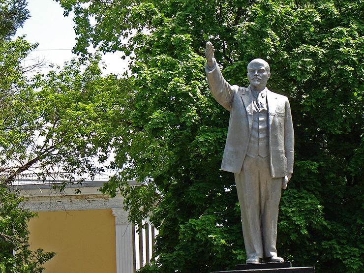 Недавно покрашенный подреставрированный памятник Ленину - Коротко о Торезе. Взгляд на город Торез глазами жителей Донецка - Форум Сириус - Торез