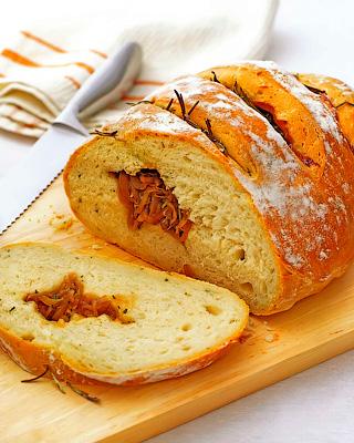 Хлеб с луковой начинкой
