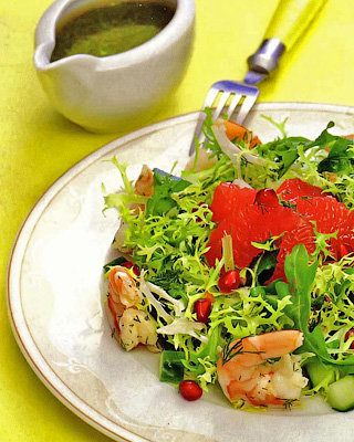 Салат из креветок с грейпфрутом и гранатом