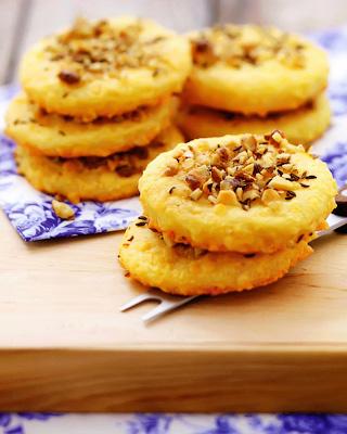 Сырное печенье с орехами