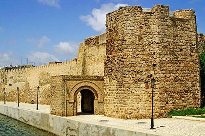 Стены Бизерты - твердыня корсаров. Галеры средиземноморских разбойников