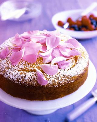 Пирог с розовым сиропом