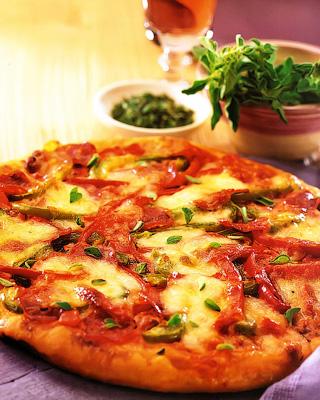 Пицца с перцем и моцареллой