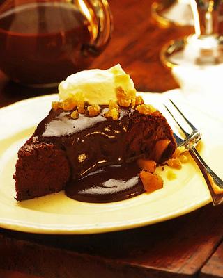 Шоколадный пирог с соусом