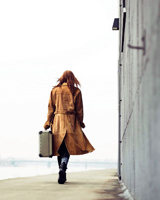 Почему девушка одинока?