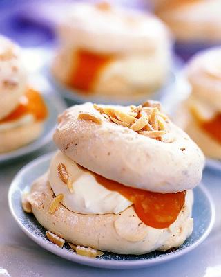 Абрикосовые пирожные «Дакуаз»