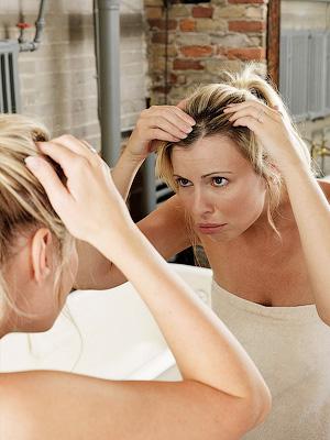 Как скрыть отросшие корни окрашенных волос?