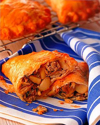 Пирожки с рыбой и картофелем