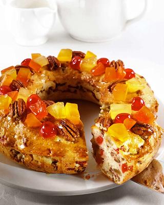 Кекс-кольцо с фруктами