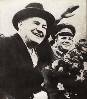 Морис Торез и его жена Жаннетта Вермеш с Юрием Гагариным - Форум Сириус - Торез