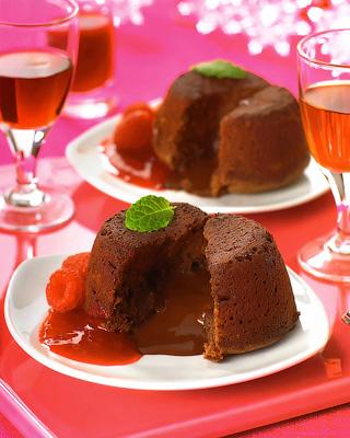 Шоколадный фондан с соусом