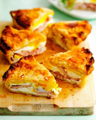 Пирог с беконом и яйцами