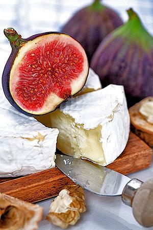 Мягкие сыры с сочетаем кедровых орешков, фруктов и ягод