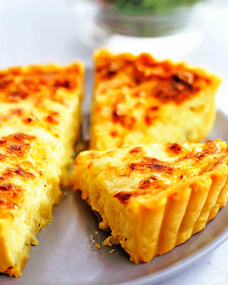 Луково-сметанный тарт