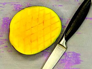 Чтобы нарезать манго кубиками