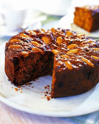 Пряный пирог с сухофруктами