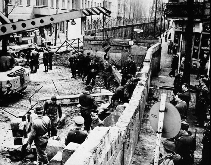 Возведение Берлинской стены - Красный рассвет. Почему СССР не захватил всю Европу в 1946 году? - Форум Сириус - Торез