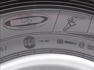 Шина с надписью RFID имеет встроенный минрочип