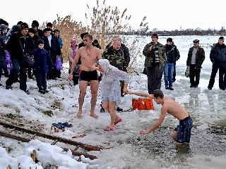 Крещение в Торезе 19 января 2013 года на Новой плотине