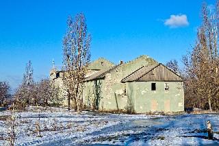 С тыльной стороны  или сзади Клуб им  Щорса на поселке шахты «Лутугино»