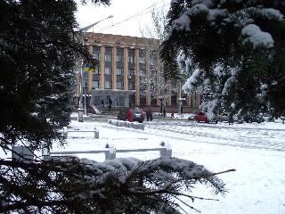 Исполком и центральная площадь Тореза
