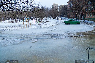 Ледовый каток на микрорайоне в Торезе
