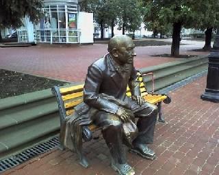 Скульптура Евгения Евстигнеева в Нижнем Новгороде
