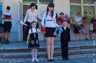 Перволассники дают последний звонок До побачення школо 2011 школа лицей Спектр N 1