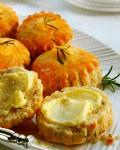 Сконы с сыром и зеленью   Корзинку со сконами  радующими ароматами двух видов сыра  предлагаем подать к напиткам или крем супу