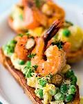 Горячий оливье с креветками  лососем и нежным яичным соусом