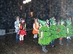 Выступление детских коллективов Встреча Нового 2012 года на центральной площади Тореза