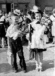 1 Сентября 1960 года  10 школа  Лена Боевская и Сергей Алымов Торез