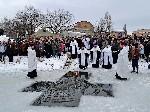 Освящение воды Крещение в Торезе 19 января 2013 года на Новой плотине